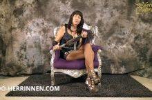 Oma Carmen als dominante Herrin