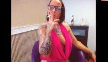 Wichsen mit Zigarettenasche im Maul